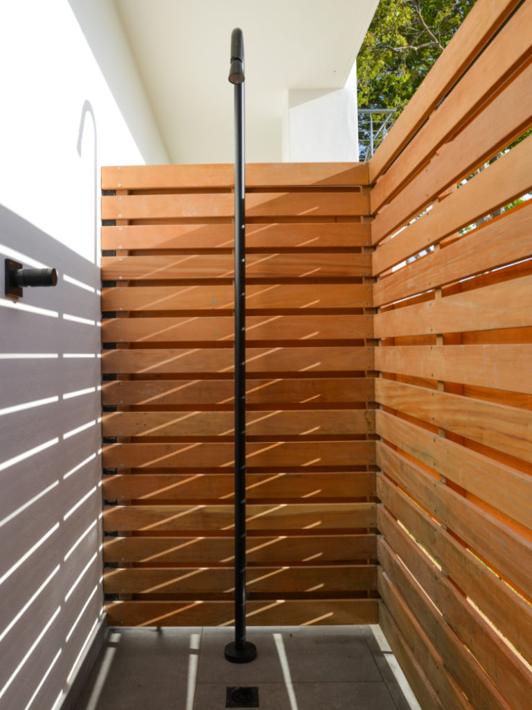 Outdoor shower with wooden slats at Villa Lion View